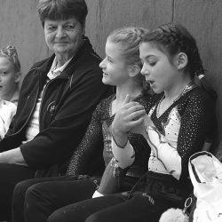 Trainerin Christel Kießlich mit Mineta und Emilia AK9